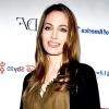 Анджеліні Джолі видалили молочні залози