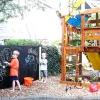 Дитячий майданчик у внутрішньому дворику