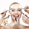 Для жіночої привабливості макіяж не вимагається
