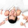 Отців зобов'язали проводити час з немовлятами