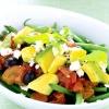 Салат з авокадо, фети і запечених помідорів