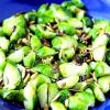 Салат із брюссельської капусти з гарбузовим насінням