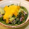 Салат з крабами і манго