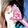 Семирічна дівчинка малює приголомшливі картини
