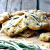 Сирне печиво з розмарином і оливками