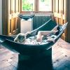 Чорна ванна у формі гамака