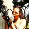 Фото Анджеліни Джолі виставлять на аукціоні кристи